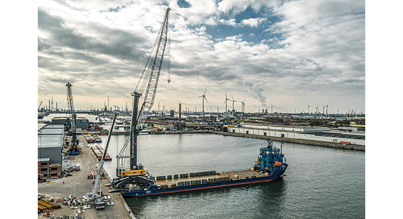 Liebherr LHM 800 takes Veemnatie to new heights