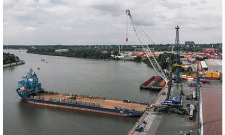 Rhenus Midgard replaces reliable Liebherr LHM 320 mobile harbour crane with a new LHM 420 after more than 40,000 operating hours
